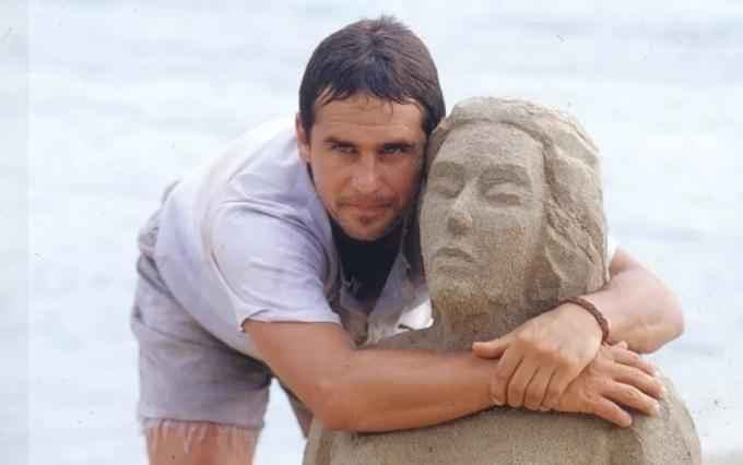 tonho-da-lua-marcos-frota-abraca-escultura-que-fez-para-ruth-gloria-pires-em-mulheres-de-areia-1993-1456443877910_940x590.jpg